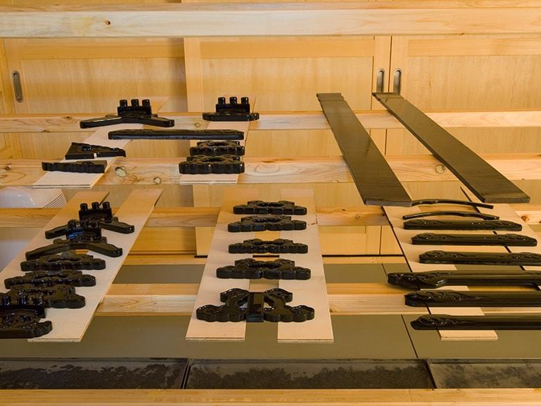 お仏壇の製作 室(むろ)での乾燥